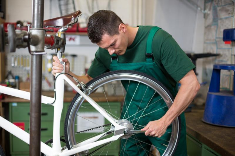 repairing_wheel_mechanic.jpg
