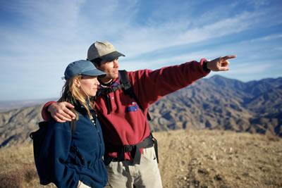mountain-climb-couple.jpg