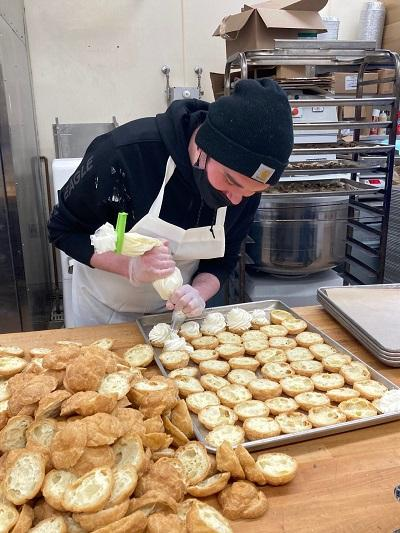 Photo of Kobe filling creampuffs in Safeway bakery